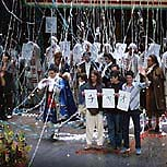 Image: Finale of Il barbiere in Japan 2002