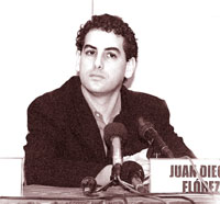 Image: Juan Diego Florez at press conference, Lima 30 April 2002
